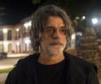 León assumirá mais uma vez a sua forma humana (Eduardo Moscovis) para alertar Gabriel (Bruno Gagliasso) sobre os riscos que ele corre ao continuar com Luz (Marina Ruy Barbosa)  | TV Globo