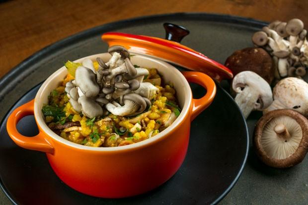 Paella vegetariana leva mix de cogumelos (Foto: Tomas Rangel/Divulgação)
