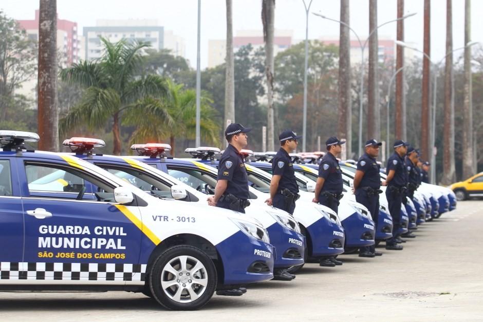 Guarda Municipal começa a utilizar microcâmeras nos uniformes em São José dos Campos