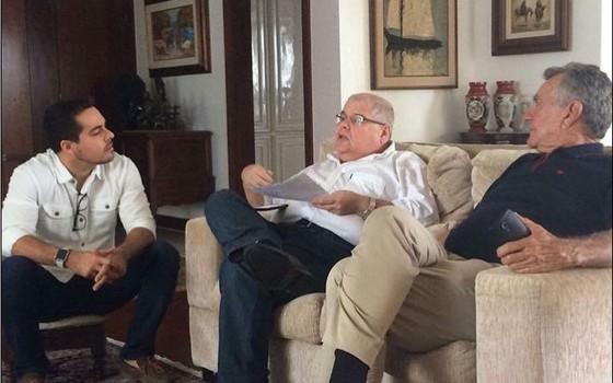 O deputado Lúcio Vieira Lima na casa da mãe, Marluce Vieira Lima, em Salvador (Foto: Reprodução)