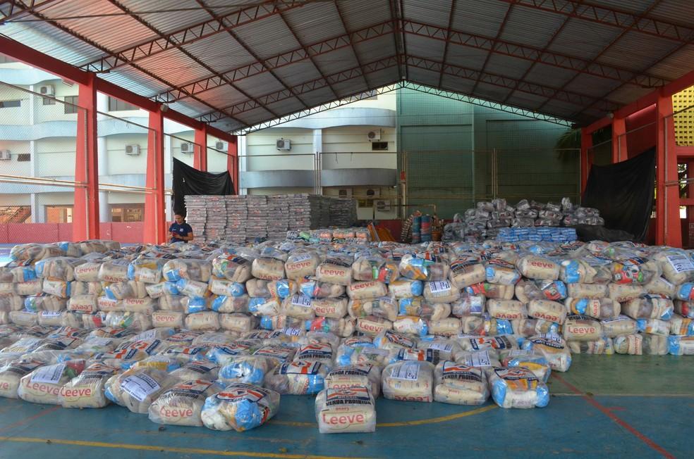 Kits humanitários serão enviados para vítimas da cheia do rio Jari (Foto: Carlos Alberto Jr/G1)
