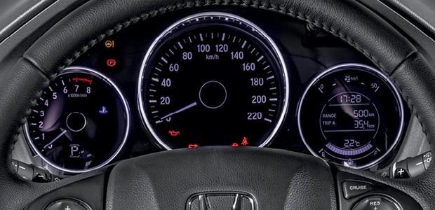 Honda HR-V EXL - O aro do instrumento pode ser ajustado em várias cores, do roxo ao azul.  (Foto: Divulgação)
