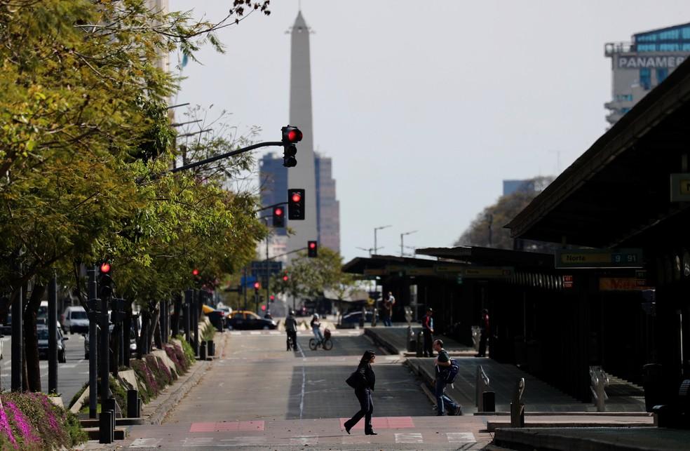 Greve geral na Argentina afeta o funcionamento de ônibus, metrô e trens nesta terça-feira (25). — Foto: Marcos Brindicci/Reuters