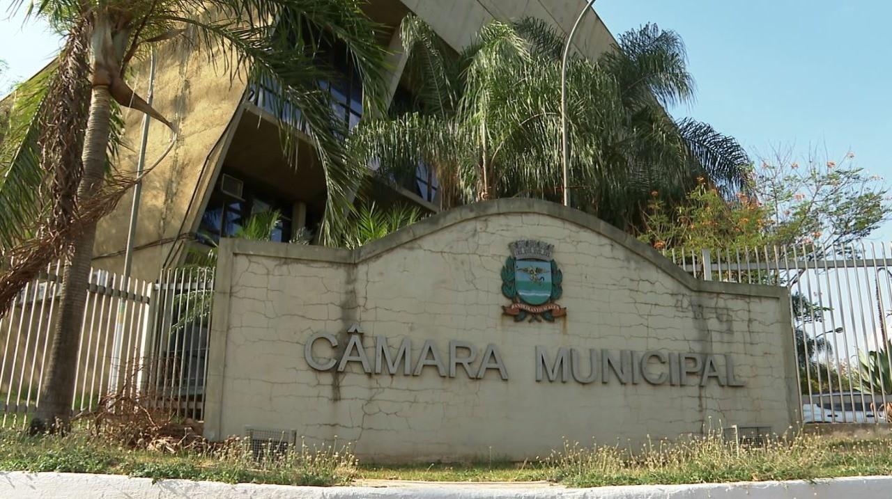 Justiça condena vereadores de Ribeirão Preto a devolverem parte do salário reajustado em 2014