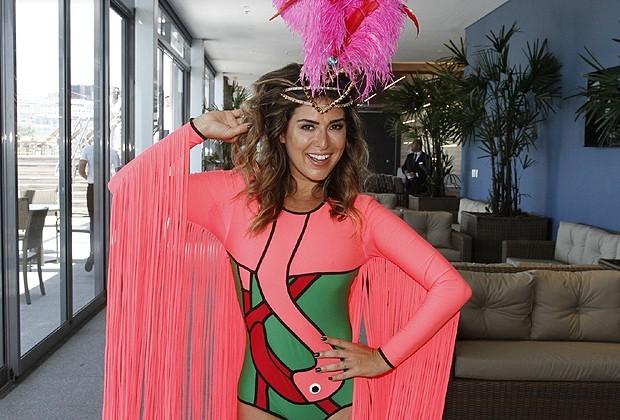 Fernanda Paes Leme caracterizada como flamingo no Bloco da Preta 2016 (Foto: AgNews)