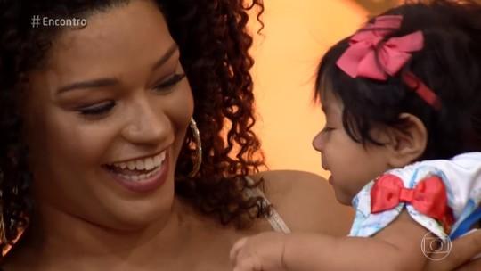 Juliana Alves leva sua filha Yolanda ao 'Encontro'