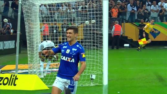 Arrascaeta dá linda cavadinha e garante o hexa do Cruzeiro; veja