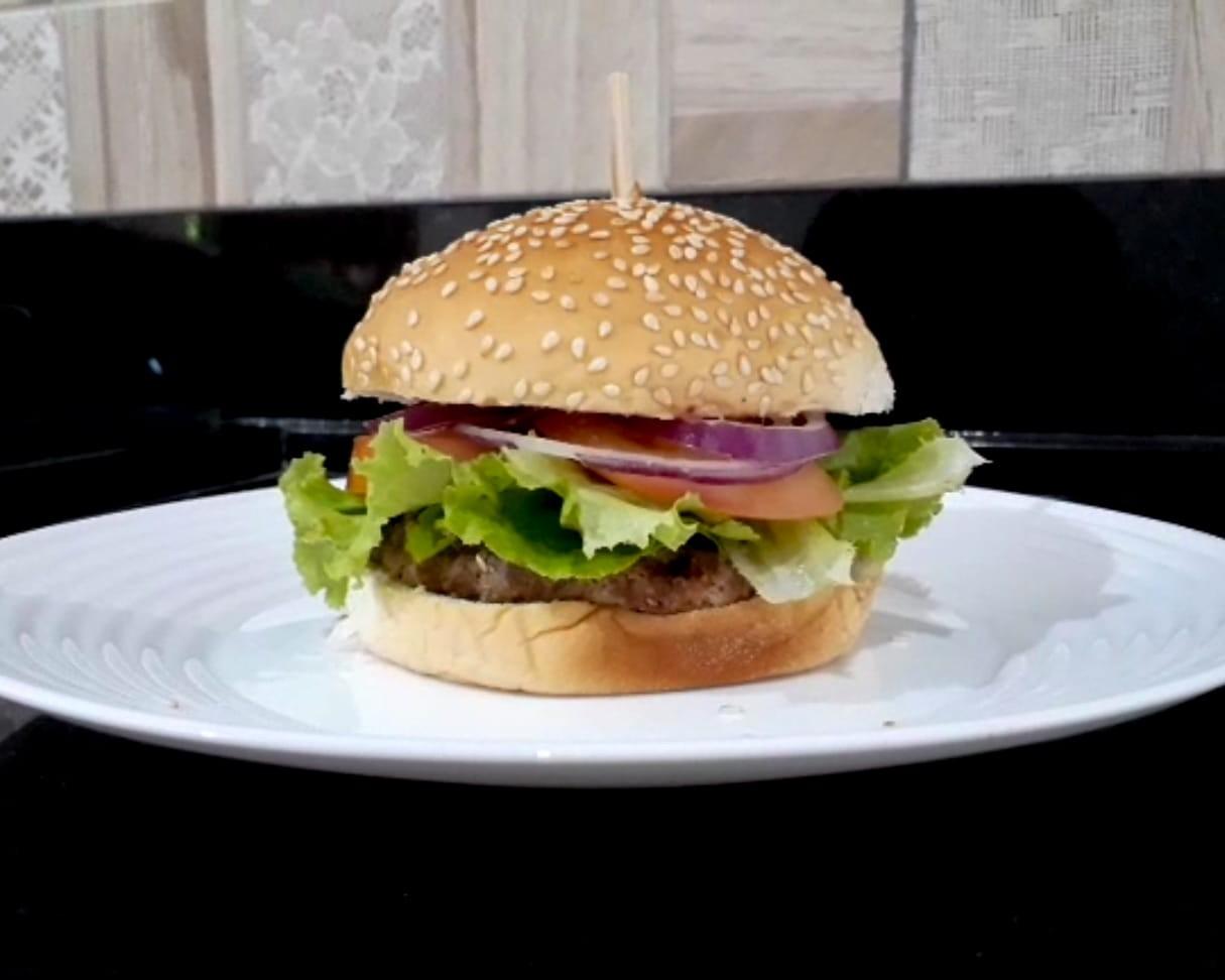 Hambúrguer fit traz clássico dos lanches sem sair da dieta; veja passo a passo da receita