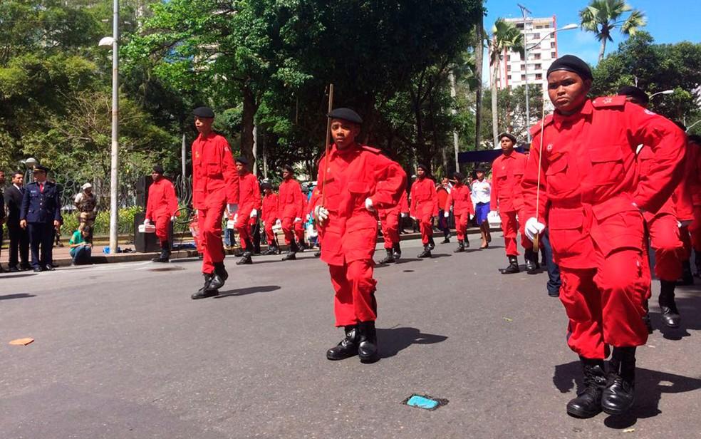 Bombeiros desfilam no 7 de setembro (Foto: Henrique Mendes/G1)