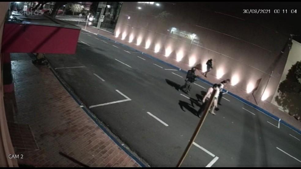 Criminosos armados fizeram moradores de Araçatuba (SP) reféns após ataque a banco — Foto: Arquivo pessoal