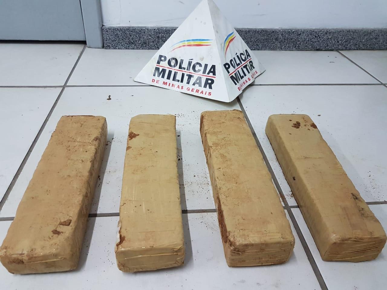 Polícia apreende drogas enterradas nos fundos de escola e duas pessoas são presas em Ipatinga - Noticias