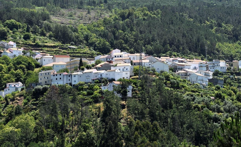 A aldeia de Lapa dos Dinheiros, na Serra da Estrela, em Portugal