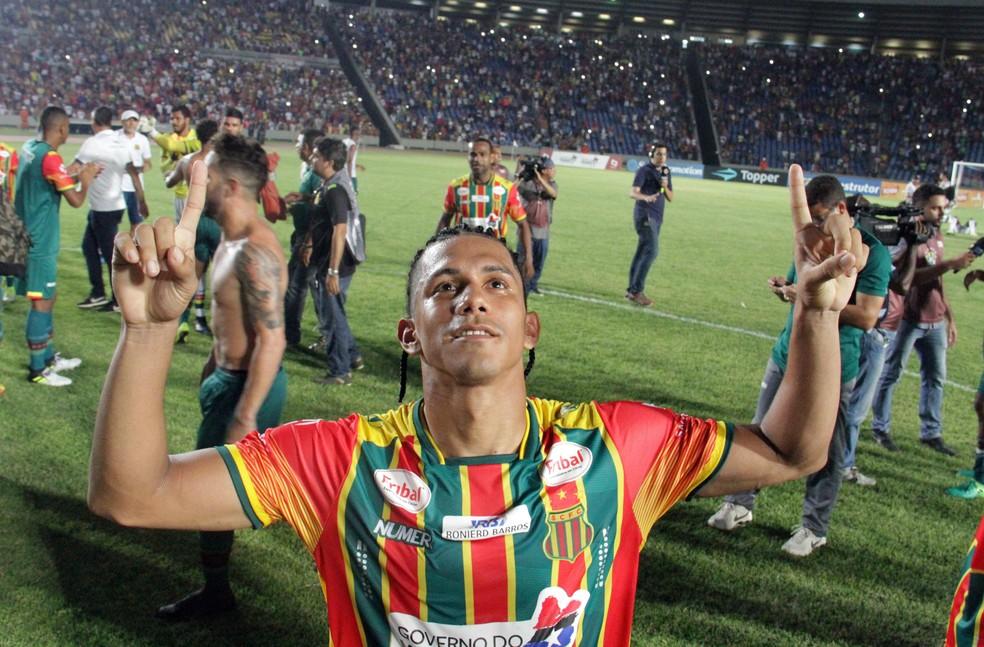 Fernando Sobral comemora acesso pelo Sampaio Corrêa (Foto: De Jesus / Jornal O Estado)