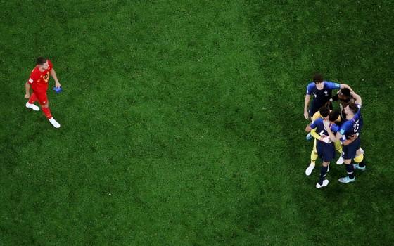 Eden Hazard assiste à comemoração francesa. A França está na final da Copa do Mundo de 2018 (Foto: Getty Images)