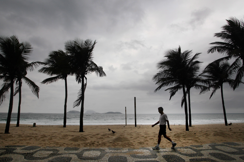 Caminhada na orla de Ipanema, em 2010