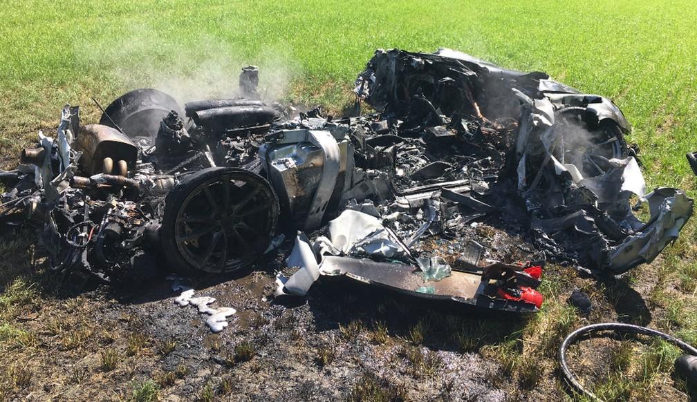 Motorista britânico destrói Ferrari uma hora depois de comprá-la (Foto: @SYPOperations/Twitter)