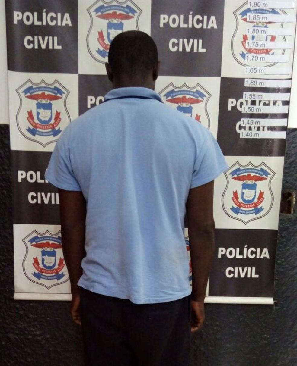 Valdir de Oliveira, de 44 anos, foi preso suspeito de abusar da enteada por quase 7 anos (Foto: Polícia Civil-MT/ Divulgação)