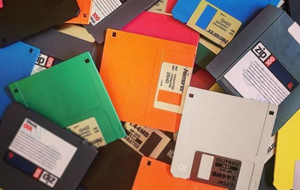Os disquetes existiram de verdade antes de se tornarem 'ícone de salvar' (Foto: Reprodução)