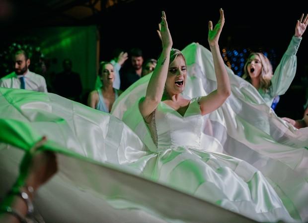 A noiva Karina Dohme em festa de casamento (Foto: Marcos Misturini)