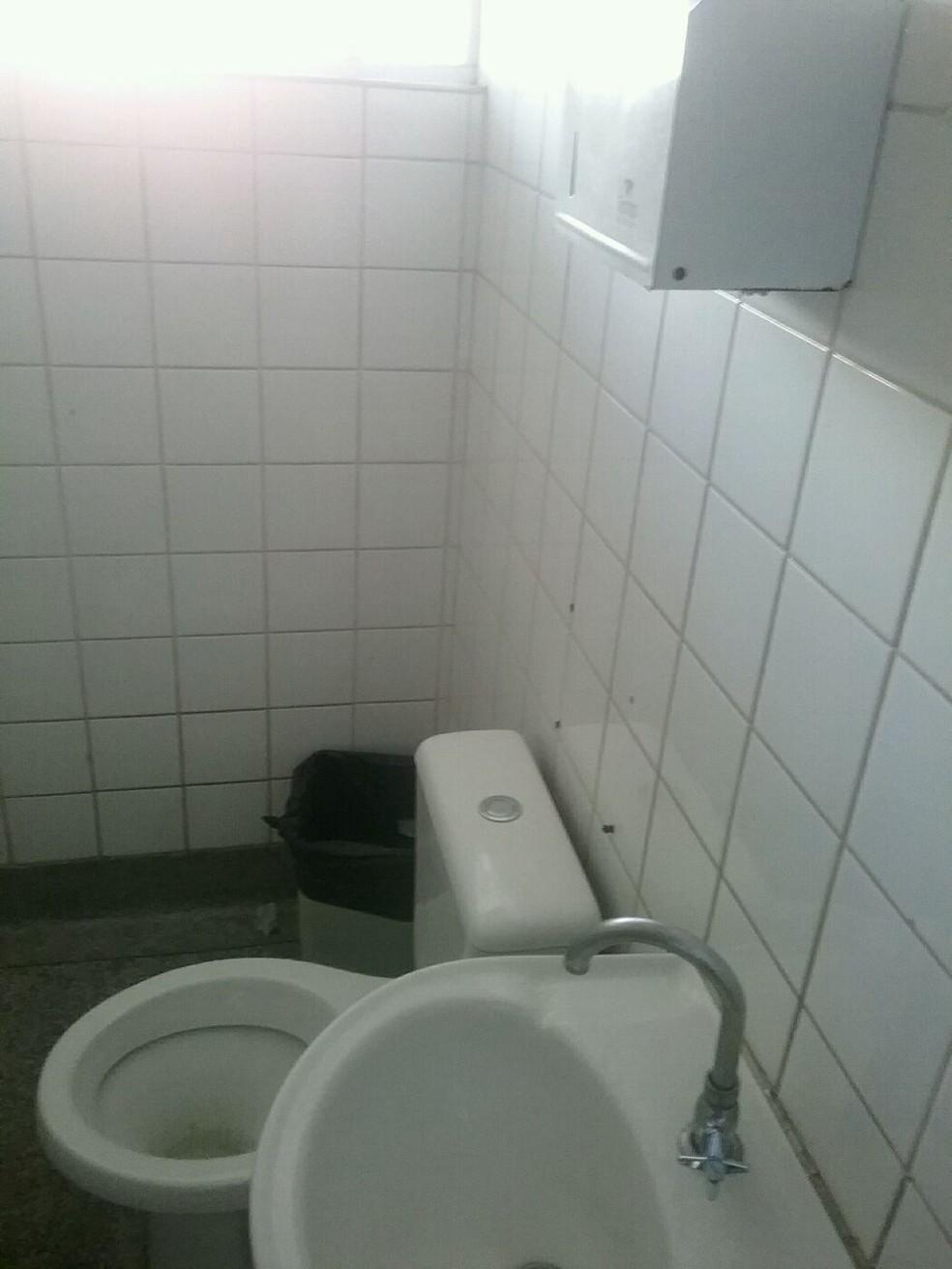 Relatório do TCE aponta falta de assepsia no banheiro da UPA São José, em Campinas (SP) — Foto: TCE/Divulgação