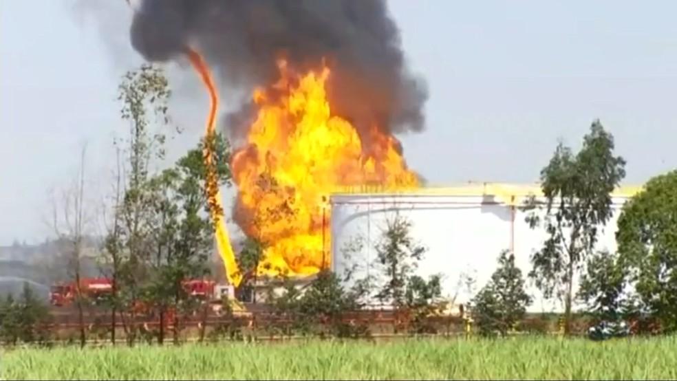 Bombeiros combateram incêndio em Nova Independência  — Foto: Reprodução/TV TEM