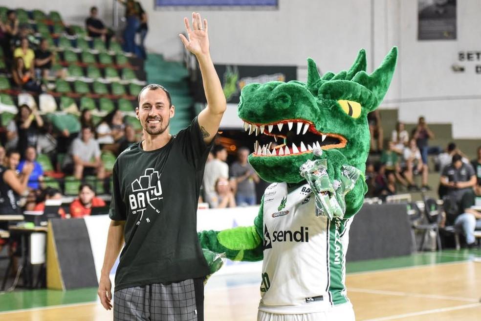 Fúlvio foi apresentado como reforço do Bauru (Foto: Victor Lira / Sendi Bauru Basket)