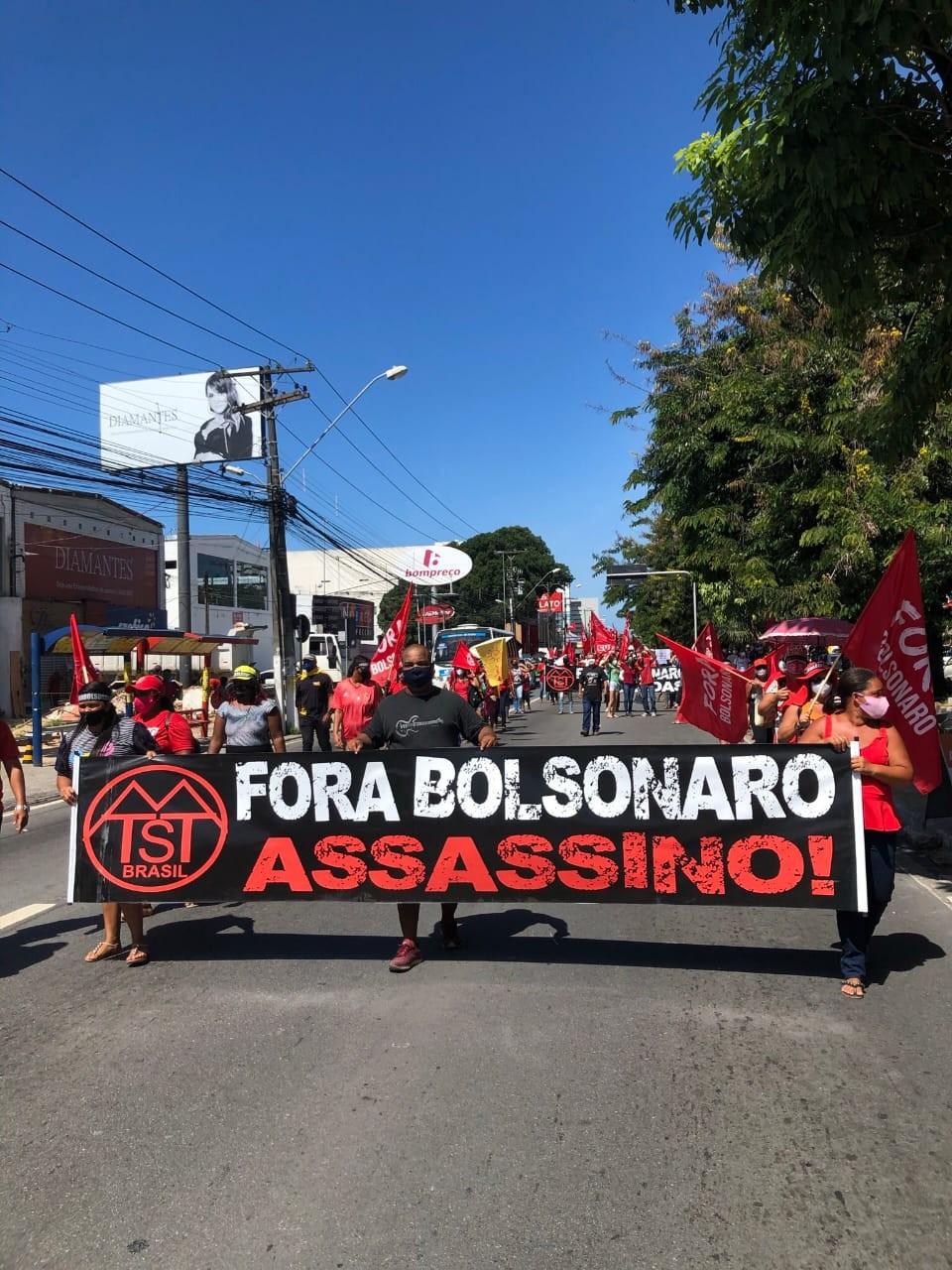 Manifestantes realizam ato contra Bolsonaro em Maceió, Alagoas
