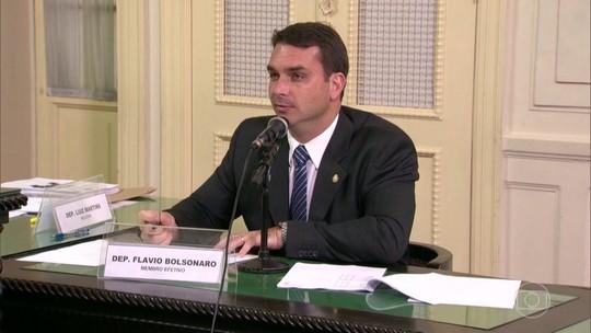 MP defende foro especial para Flávio Bolsonaro no caso Queiroz