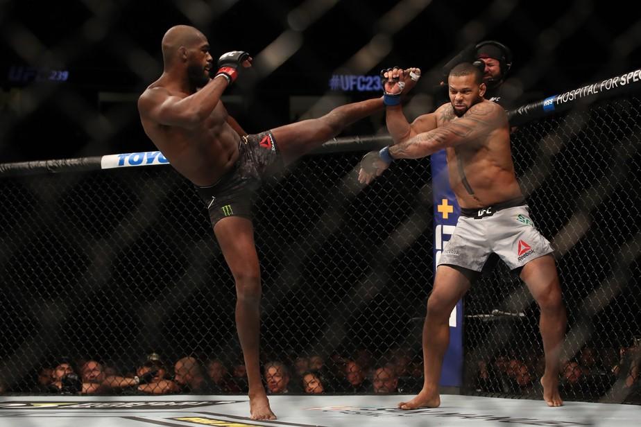 Thiago Marreta faz grande luta em Las Vegas, mas Jon Jones vence por decisão dividida no UFC 239