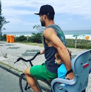 Praia, sol, Maracanã, futebol e trilha... Diego conta vida de carioca