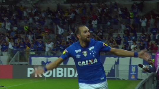 """Atlético-PR """"encolhe"""" no segundo tempo, perde e fica na vice-lanterna do Brasileiro"""