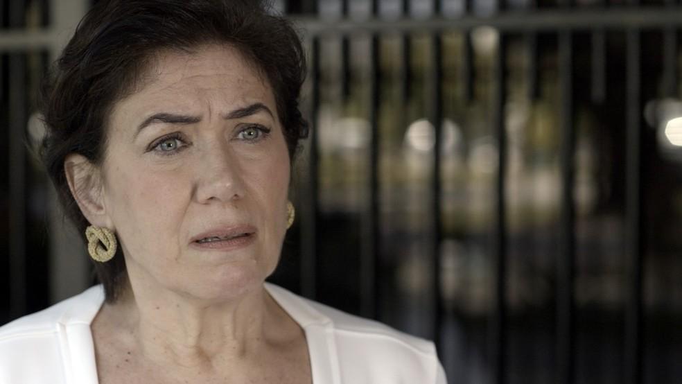 Em 'A Força do Querer', Silvana (Lilia Cabral) aceita esconder Bibi (Juliana Paes) em sua casa — Foto: Globo