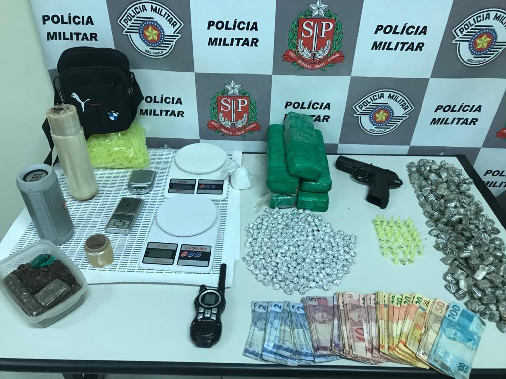 Polícia apreende diversos tipos de droga após denúncia em Garça