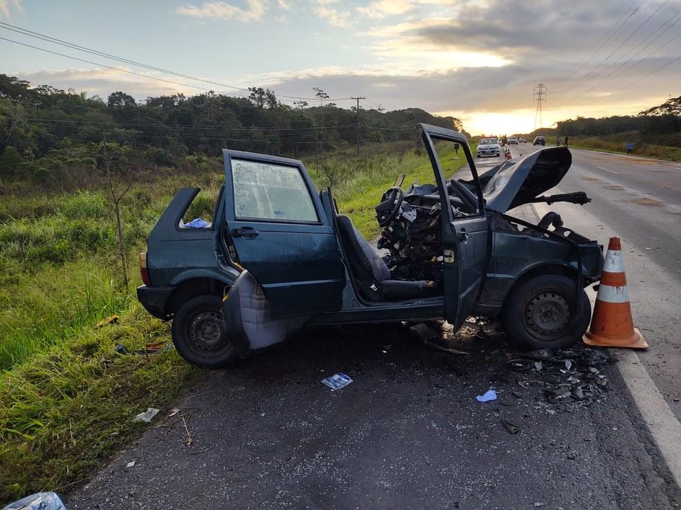 Cinco pessoas que estavam no carro morreram após acidente na rodovia Padre Manoel da Nóbrega, SP — Foto: Divulgação/Polícia Rodoviária