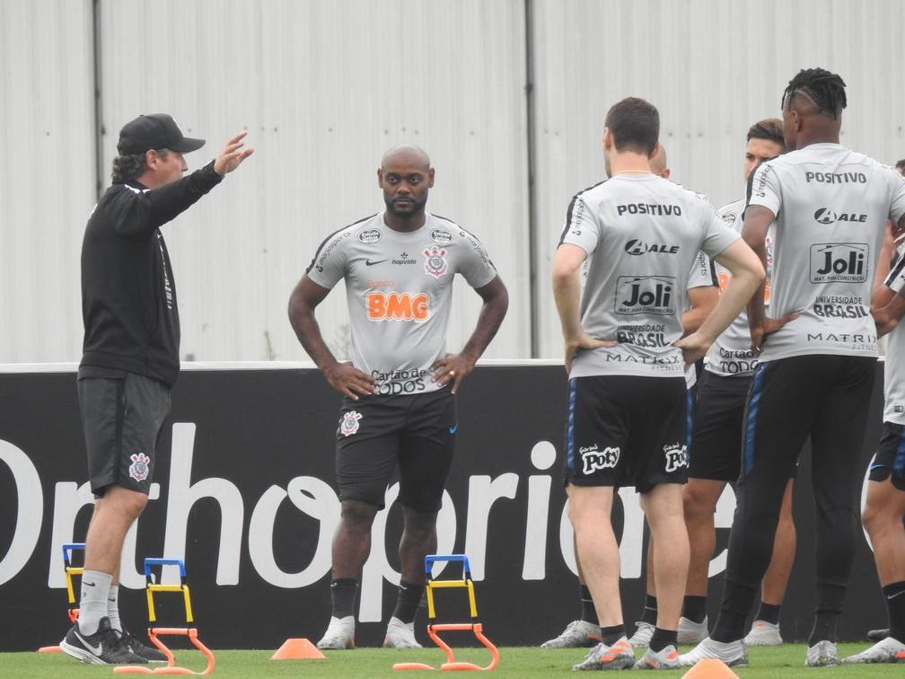 Vagner Love no treino do Corinthians — Foto: Marcelo Braga