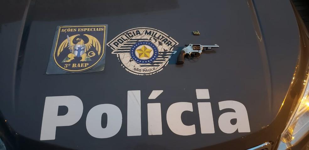 Polícia Militar apreendeu arma usada para matar mãe e filha na zona sul de São José — Foto: Divulgação/ Baep