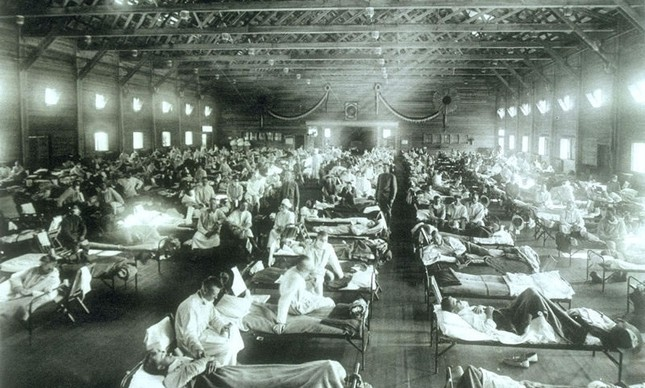Hospital repleto de doentes contaminados com a gripe espanhola, em 1918