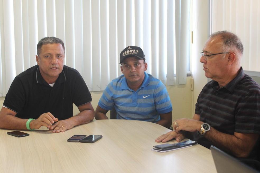 Igor Cearense se reuniu com a diretoria do clbue (Foto: Romulo Almeida)