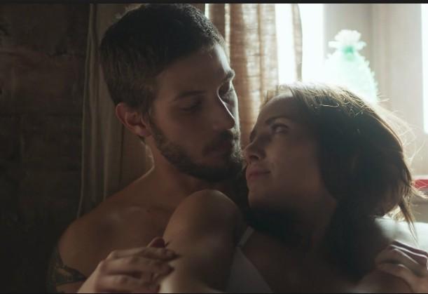 Ícaro (Chay Suede) e Rosa (Letícia Colin) (Foto: TV Globo)