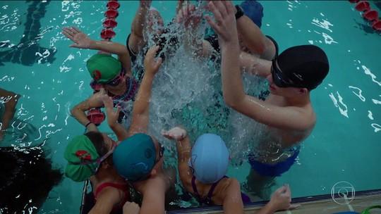 Saiba como o esporte mudou a vida de João Pedro e Maria José através da natação