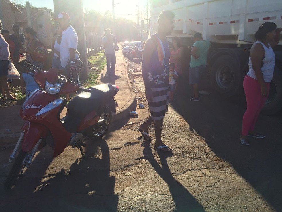 Motociclista teve ferimento na perna com o acidente (Foto: Divulgação)