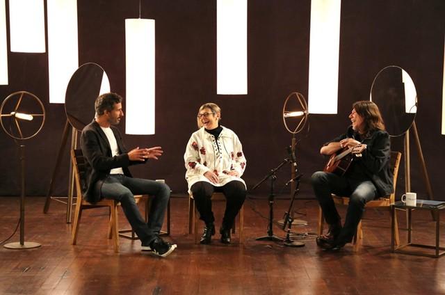 Francisco Bosco, a historiadora Heloisa Starling e Lenine gravam 'Filosofia e música' (Foto: Divulgação)