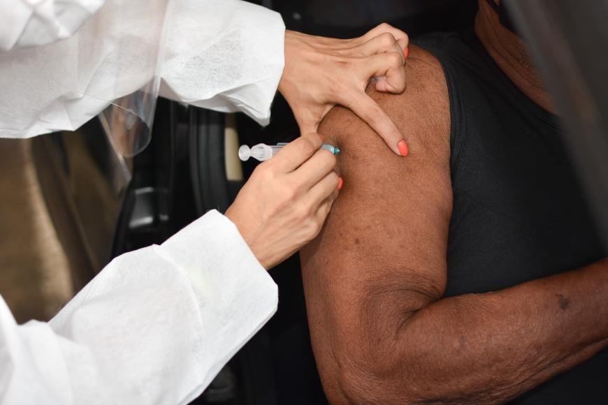 Belém vacina profissionais da saúde, da segurança e moradores da ilha do Combu nesta terça, 18