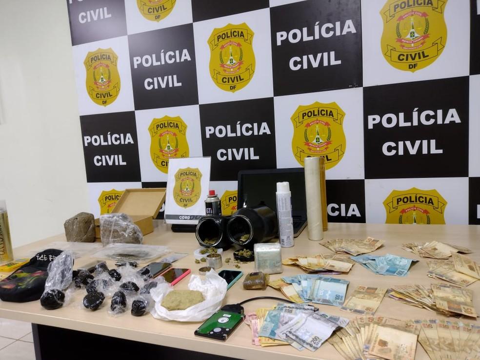Drogas e dinheiro em espécie apreendidos com empresário que usava tabacaria como fachada para traficar drogas no DF — Foto: PCDF/Divulgação