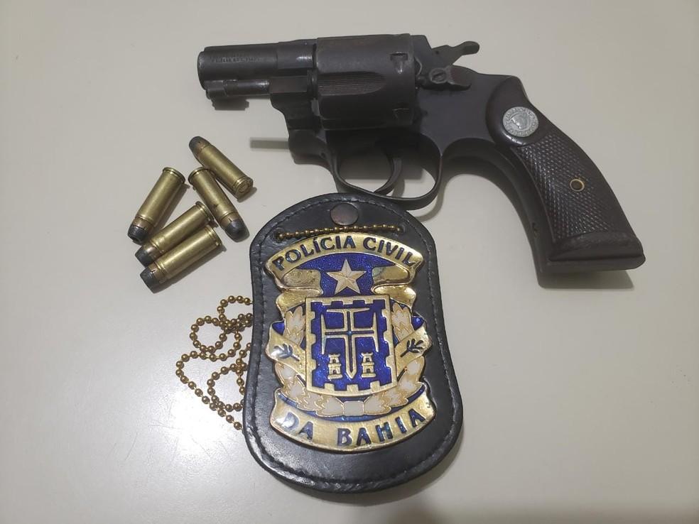 Revólver usado em assassinato de delegado na Bahia foi apreendido  — Foto: Divulgação/Polícia Civil