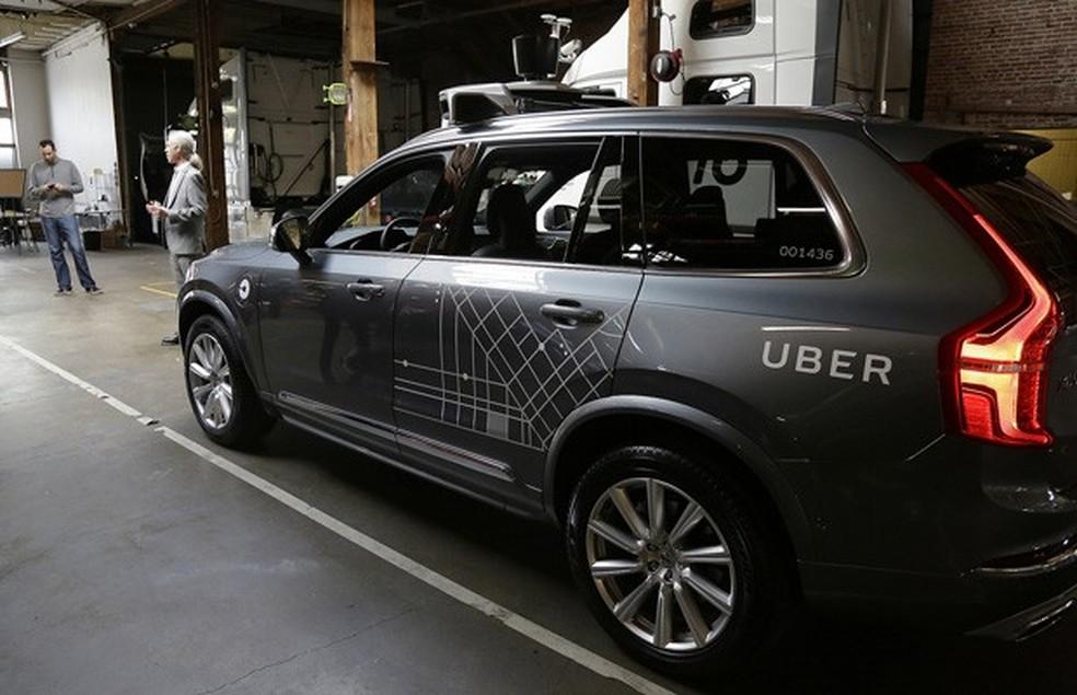 Carro do Uber visto em garagem da empresa em São Francisco; os 16 veículos autônomos serão levados para o Arizona  (Foto: Eric Risberg/AP)