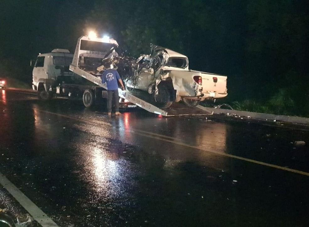 Caminhonete ficou completamente destruída no acidente em Guaraí (Foto: Guaraí Notícias/Divulgação)