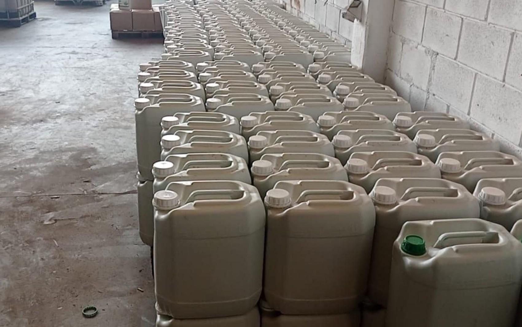 Operação fecha fábrica clandestina de agrotóxicos e fertilizantes em Aparecida de Goiânia
