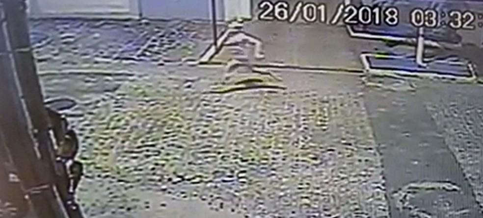 Ex-jogador Warley Santos foi vítima de facadas na sexta-feira, em João Pessoa (Foto: Reprodução/G1)