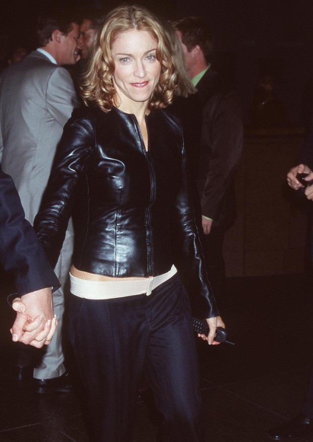 """6/10/99 West Hollywood, CA. Madonna at the DGA Theater for the premiere of """"An Ideal Husband,"""" benefiting The LIFE Foundation. Photo by Brenda Chase/Online USA, Inc. (Foto: Getty Images)"""